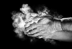 chalk-hands-hardgainers-weightlifting-muscles